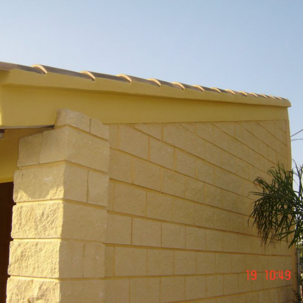 Arreglo de entradas con adoquines y construcci n de un - Porche entrada vivienda ...